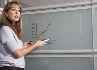 ile zarabia nauczyciel stażysta
